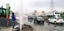 K.Çekmece'de su borusu patladı