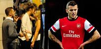 Yıldız futbolcu sigarayla yakalandı