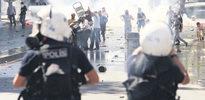 Gezi'de 17 kişi sınır dışı