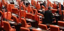 Meclis'te Türk bayraklı protesto