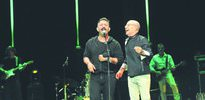 MFÖ konserinde Cem Yılmaz şov