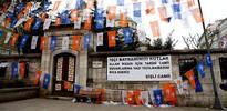 Şişli Camii'nde 1 Mayıs pankartı