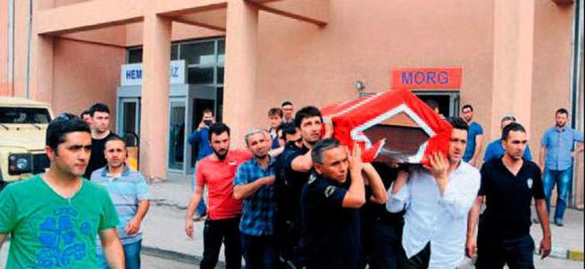 Şırnak'ta panzer devrildi: 1 polis şehit oldu