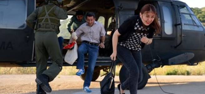 Görevliler ve oy pusulaları helikopterle taşındı