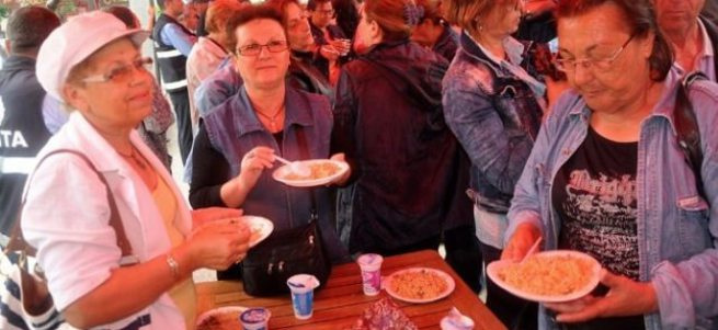 HDP barajı geçti, CHP kutladı