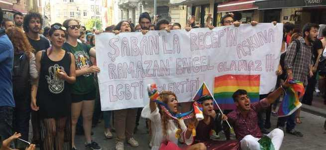 LGBT yürüyüşünde kutsala saygısızlık