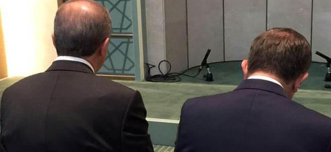 Beştepe Millet Camii'nin içerisinden Erdoğan ve Davutoğlu fotoğrafı