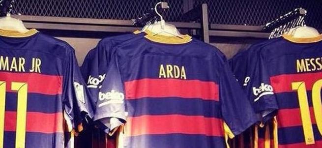 Barcelona Arda Turan'ın formasını satışa çıkardı