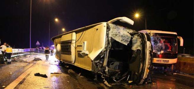 TEM'de iki otobüs çarpıştı