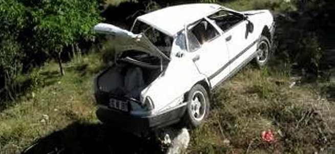 3 kardeş otomobille uçuruma yuvarlandı