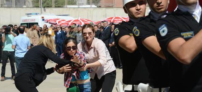 Şehit polisin eşinden Tayvanca ağıt