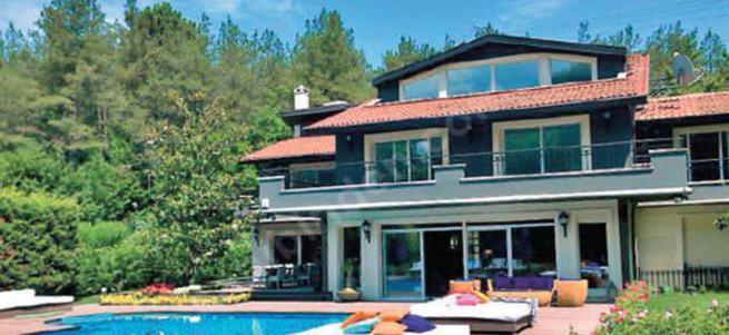 Mahsun Kırmızgül yeni filmi için villasını satıyor