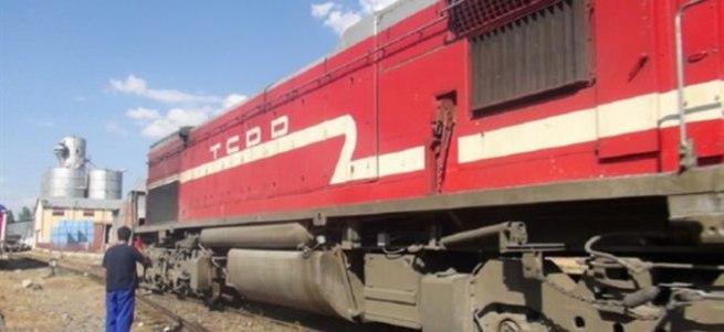 Van'da 20 kişiyi taşıyan trene bombalı saldırı!