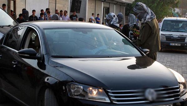 HDP'li başkan Lice'de yol kesti!