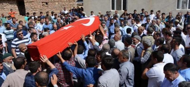Şehit olan Kürt askerlerin cenazesinde HDP yok