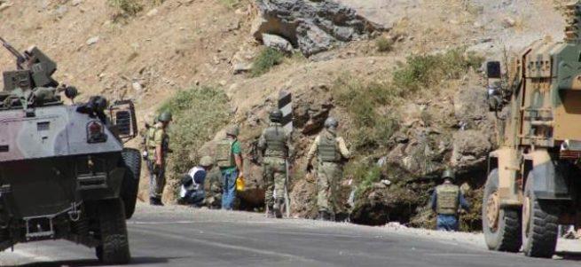 Hakkari'de bomba PKK'lının elinde patladı