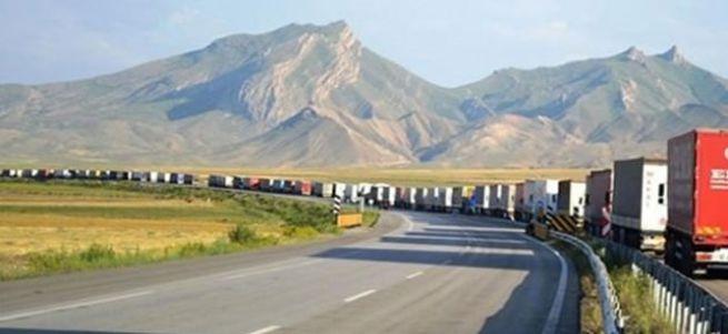 İran Türkiye'ye sınırını kapattı
