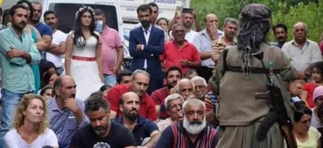 PKK Tunceli'de düğün konvoyunun yolunu kesti