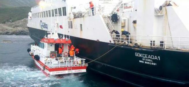 Feribot denizin ortasında mahsur kaldı!