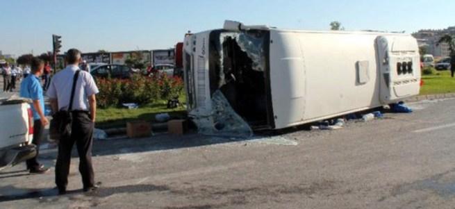 Otobüs devrildi: 16 yaralı!