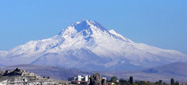 Erciyes'e kar yağdı.