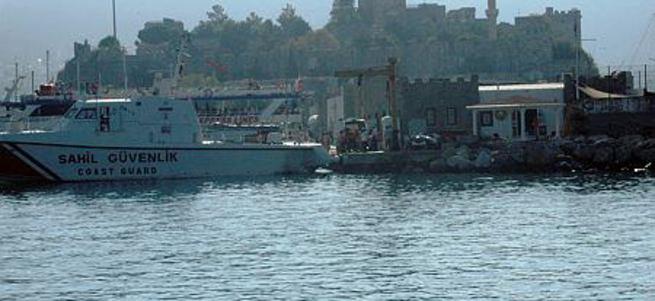 Suriyeli kaçak göçmenleri taşıyan bot battı!