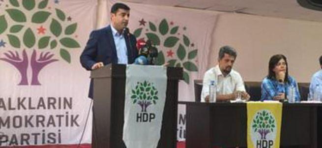Demirtaş HDP'lileri Cuma namazına davet etti