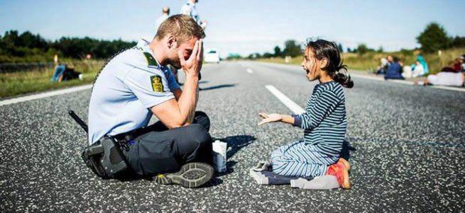 Danimarkalı polise evlilik teklifi yağıyor