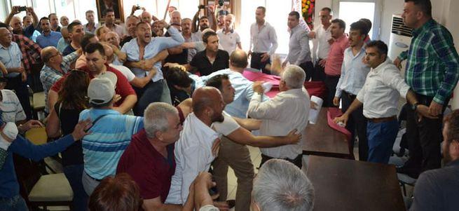 Manisa'da CHP'liler tekme tokat kavga etti