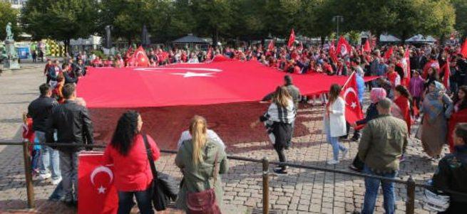 Almanya'da PKK'yı protesto mitinginde olaylar çıktı