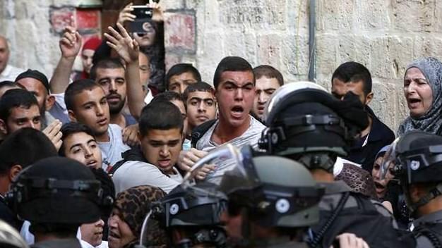 İsrail askerleri Mescid-i Aksa'ya yine saldırdı