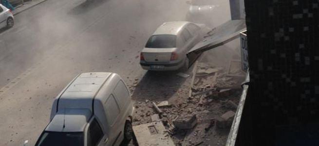 Üsküdar'da bina çöktü