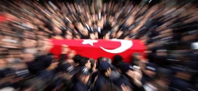 Özel harekat polislerini taşıyan araç kaza yaptı: 2 şehit