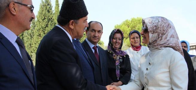 Sare Davutoğlu, maden şehitliğini ziyaret etti