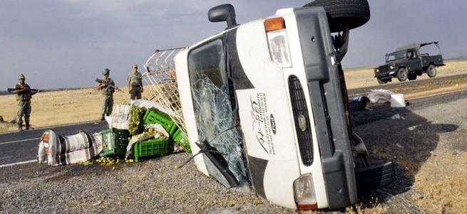 Şanlıurfa'da minibüs devrildi: 17 yaralı
