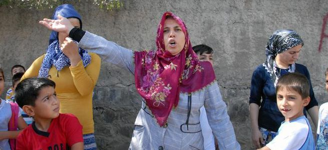 Diyarbakır'da teröristler ilkokula bomba koydu