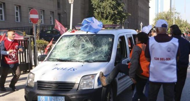 Patlamadan sonra polise saldırdılar