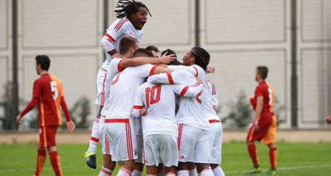 Galatasaray, Benfica'dan 11 gol yedi!