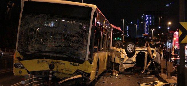 İstanbul'da metrobüs kazasında 5 ölü, 5 yaralı