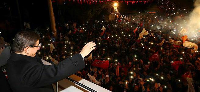 Başbakan Ahmet Davutoğlu Konya'da teşekkür konuşması yapıyor