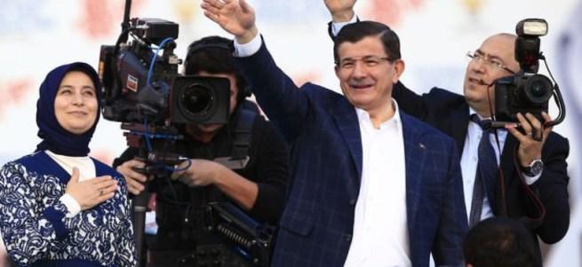 AK Partililer Atatürk Havalimanı'na akın ediyor