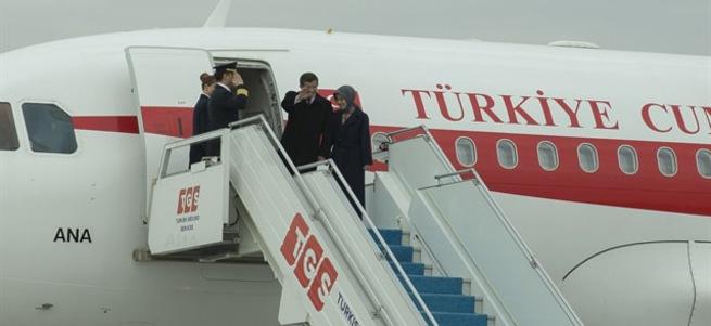Başbakan Davutoğlu ilk resmi ziyaretini KKTC'ye yaptı