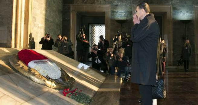 Aziz Sancar Anıtkabir'de dua etti, hakaret yedi!