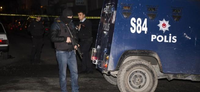 Gaziosmanpaşa'da çatışma: 2 terörist öldü, 4 polis yaralandı