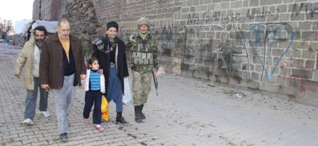 Askere halk desteği: Biz bu pisliklerden kurtarın