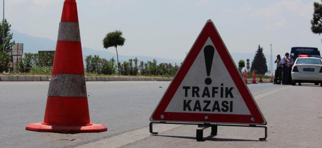 Tekirdağ'da kamyonla otomobil çarpıştı: 2 ölü