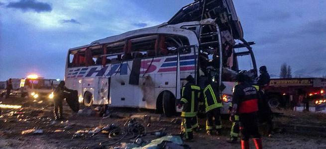 Konya'da yolcu otobüsü devrildi: 5 ölü, 25 yaralı