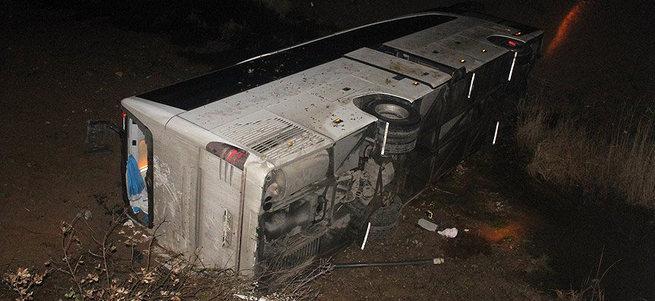 Çanakkale'de otobüs ile otomobil çarpıştı: 4 ölü 30 yaralı