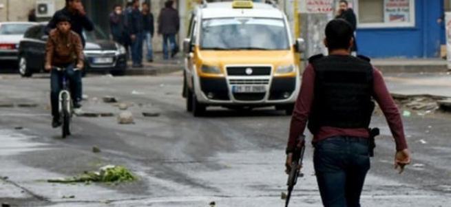Financial Times'tan küstah yorum: Türk Ordusu sokak çatışmalarına saplandı