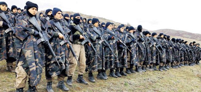 Özel Harekat polislerine dağda komando eğitimi